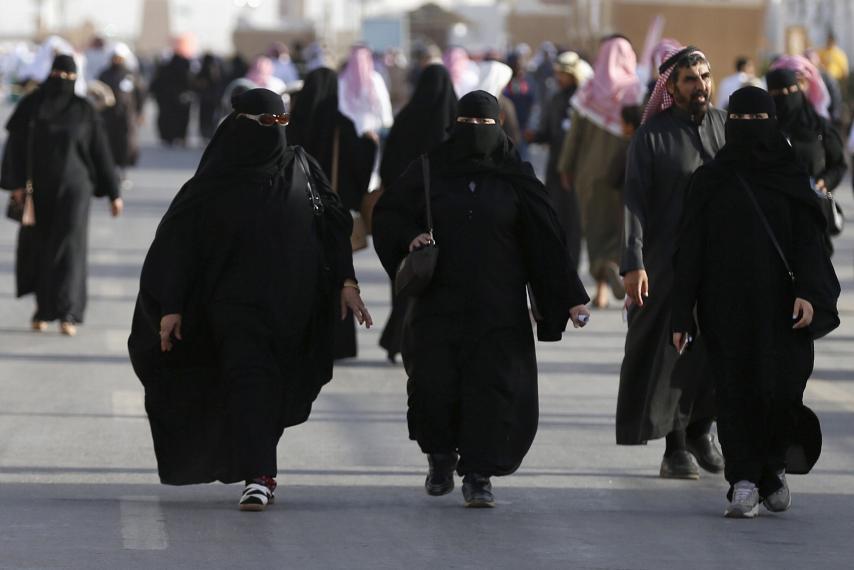 saudi-women-attend-cultural-festival-nea