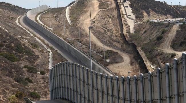 2_Mexico_Wall.jpg
